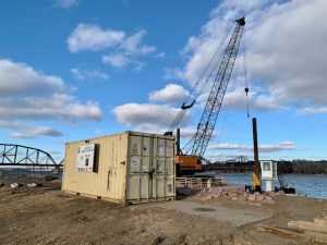 Crane and shipping container_2.5.21