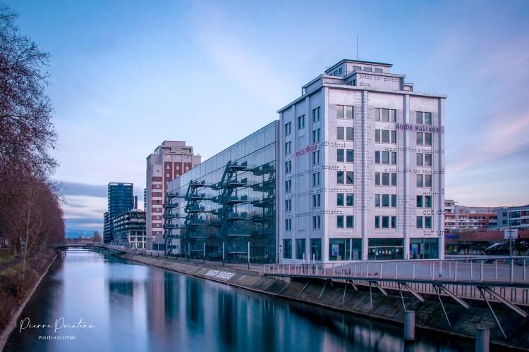 Photographie du Centre André Malraux de Strasbourg, quartier Neudorf.