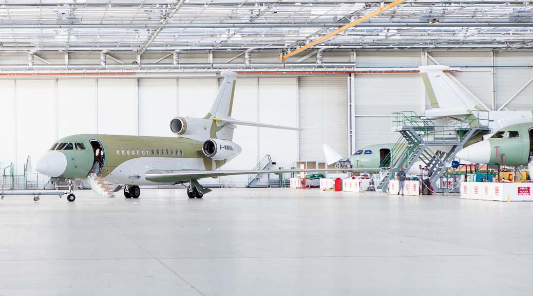 Photo aviation, assemblage Dassault Falcon à Mérignac, pas encore peints