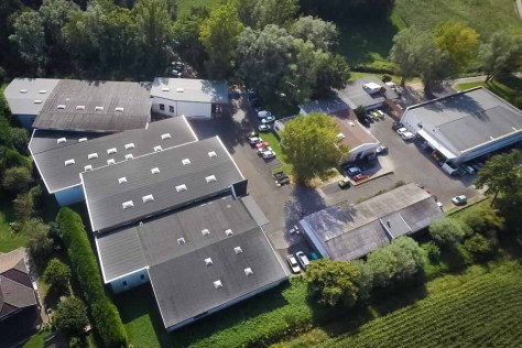 Site de production, installations en vue aérienne par drone