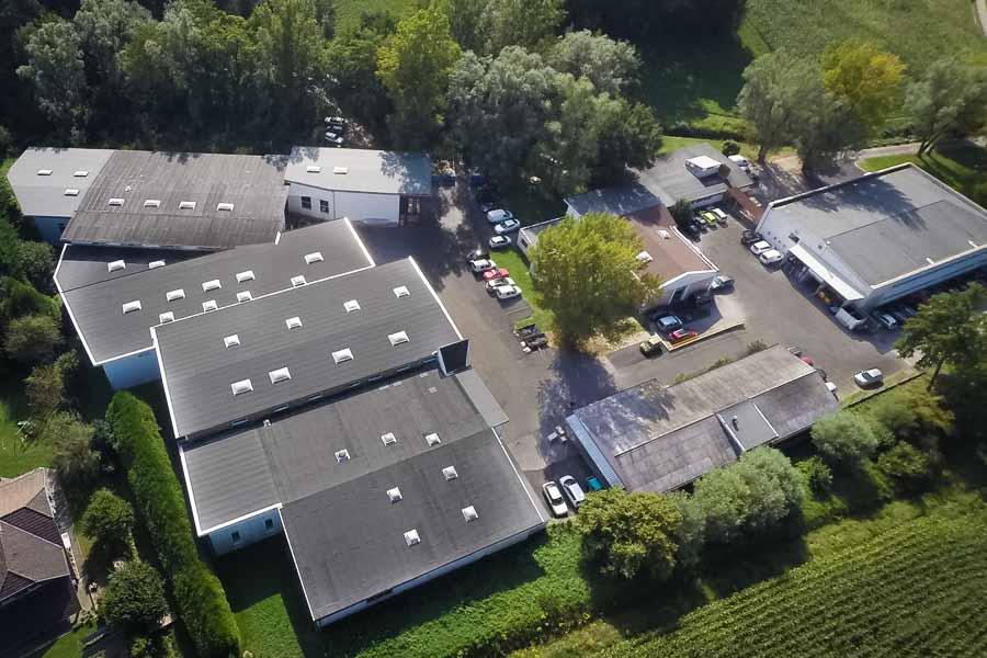 Site de production, installations en vue aérienne par drone