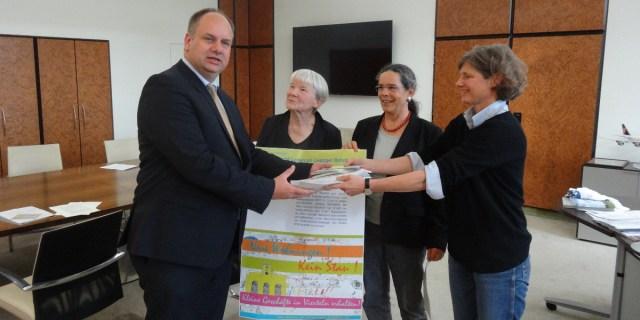 Petition Leipziger Bahnhof Übergabe 2510