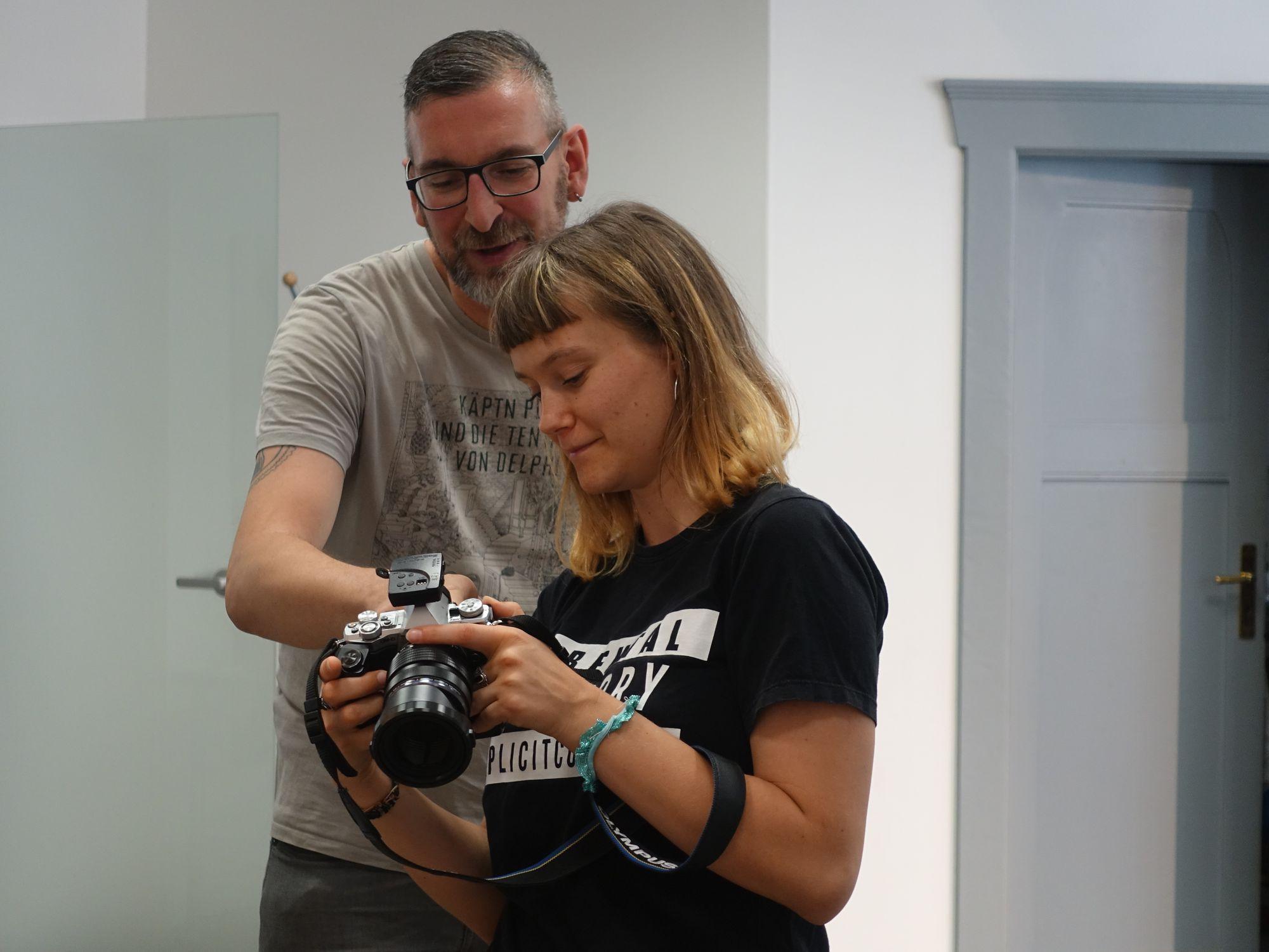 Wir geben unser Wissen gern weiter - Micha Kissing und Praktikantin Kristall aus Frankreich. Foto: C. Tamme