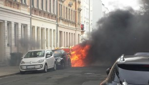 Micktener Straße Auto brennt