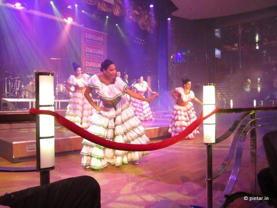Baila Baila Parisien tanssii