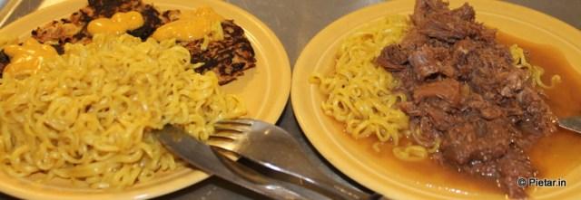 Ruokaa lautasilla