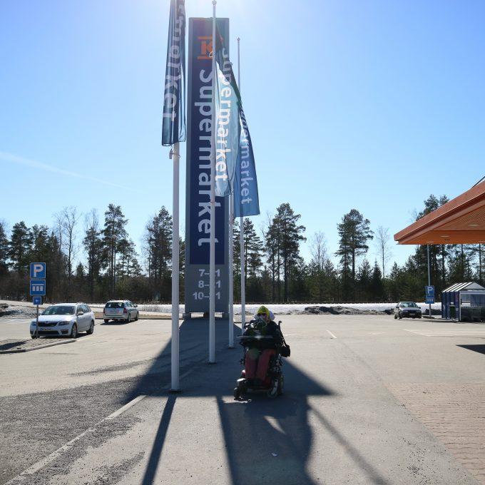 K-supermarket Eväskellarin pihassa.