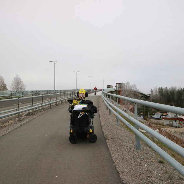 Minä Laitaatsalmen sillalla.