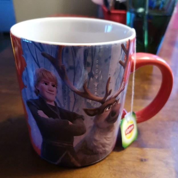 Teetä Frozen mukissa.