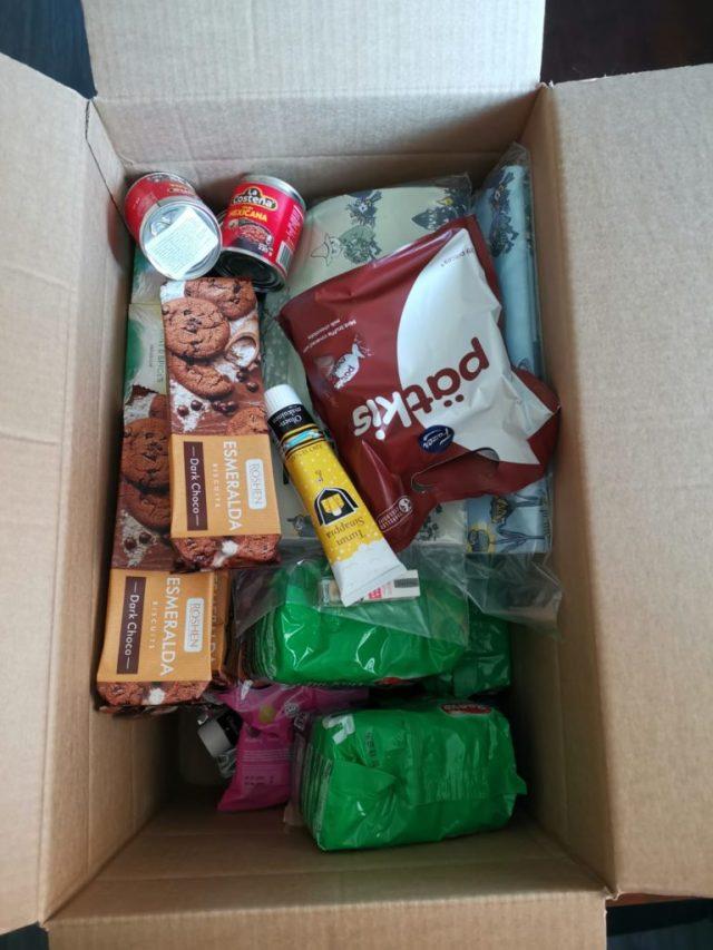 Fiksuruoka tuotteita paketissa.