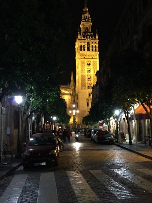 cosa vedere in andalusia in una settimana siviglia cattedrale notte