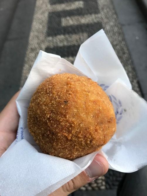 visitare catania in un giorno arancini mangiare