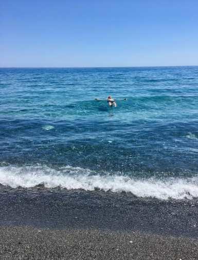 Lopuksi pulahdus Libyanmereen, joka oli turkoosin läpinäkyvää.