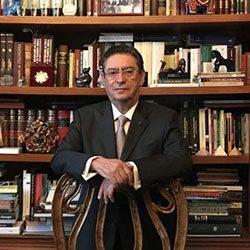 Dr. Fernando Trueba