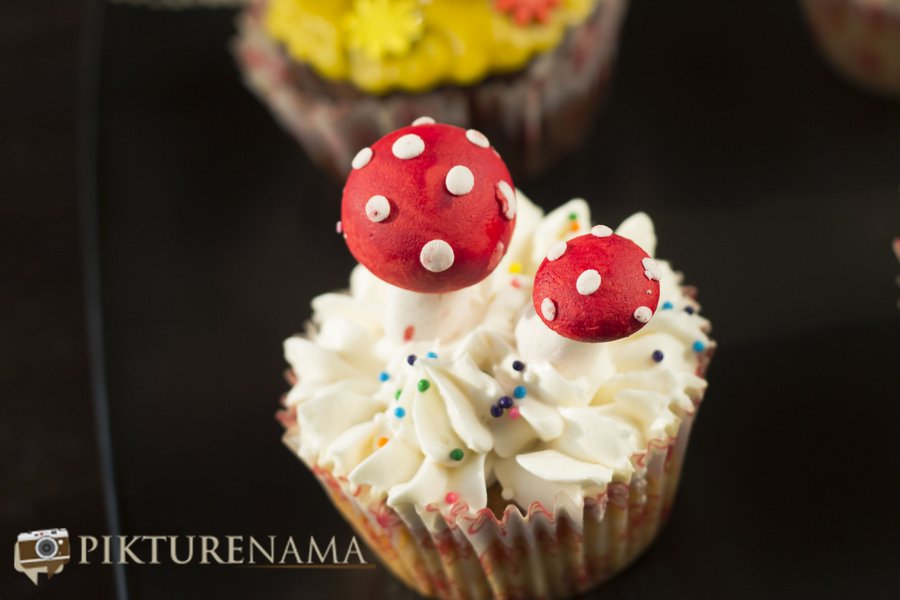 Cup cake with cream chese frosting at Creme caramel Kolkata reviewed by pikturenama