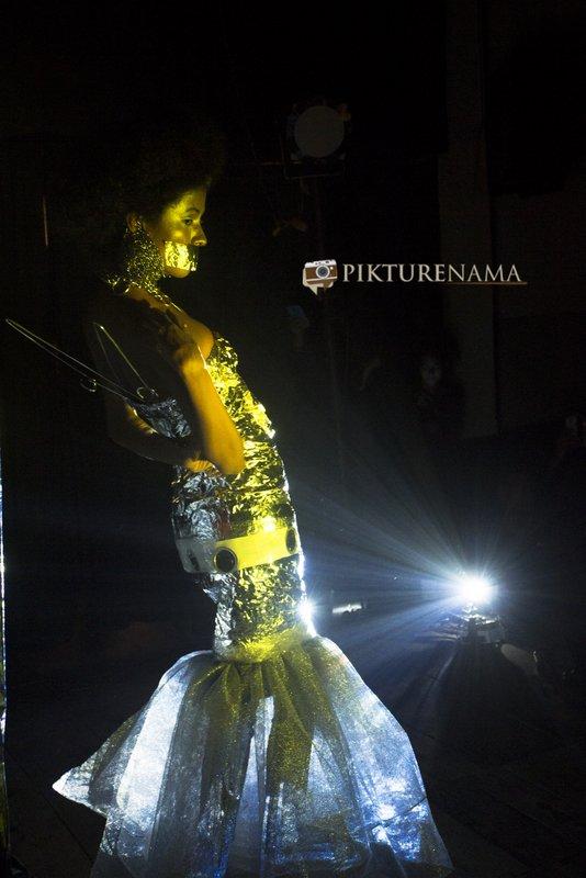 Pikturenama in Fine Art Photography workshop in Kolkata model satarupa lights through her body