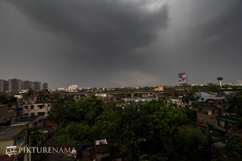 Cloudy sky in Kolkata by pikturenama