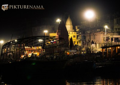 Varanasi ghats by nights by pikturenama -1