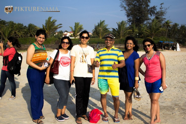 You know who is the king of Mandwa Gaon when he is surrounded by (L to R) by Ananya , Shilpa , Anita , Pooja and Ankita