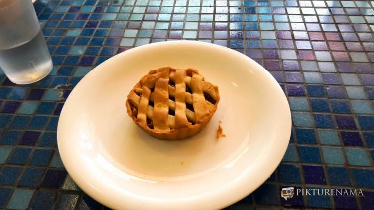 German Bakery Pune apple pie