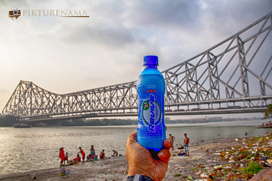 7UP Revive in front of Howrah Bridge