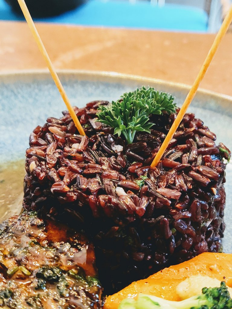 Ekdalia Rd KOlkata - black rice close up