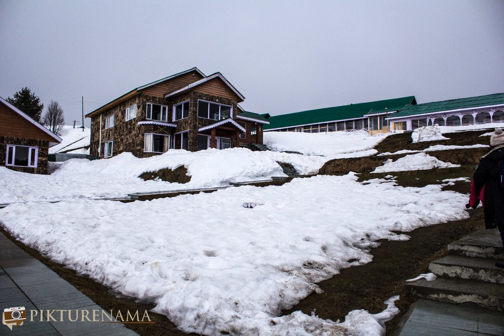 Nedous Hotel Gulmarg Kashmir walk to the rooms
