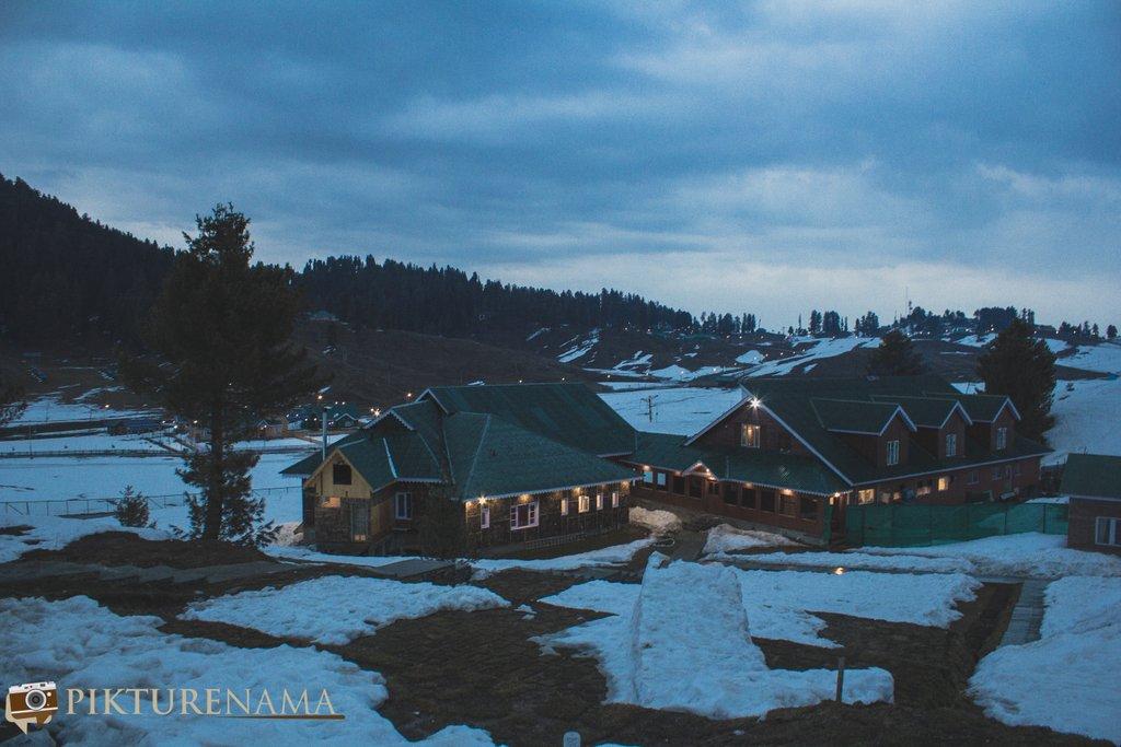 Nedous Hotel Gulmarg Kashmir evenings 3