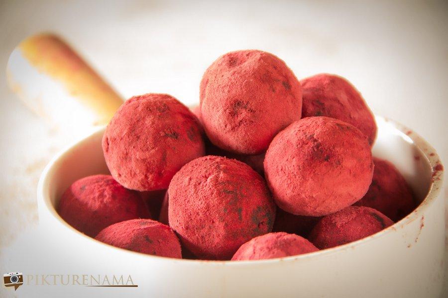Red cake pops for Holi - 6