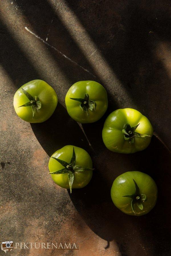 Kancha tomato diye musurir dal raw produce -1