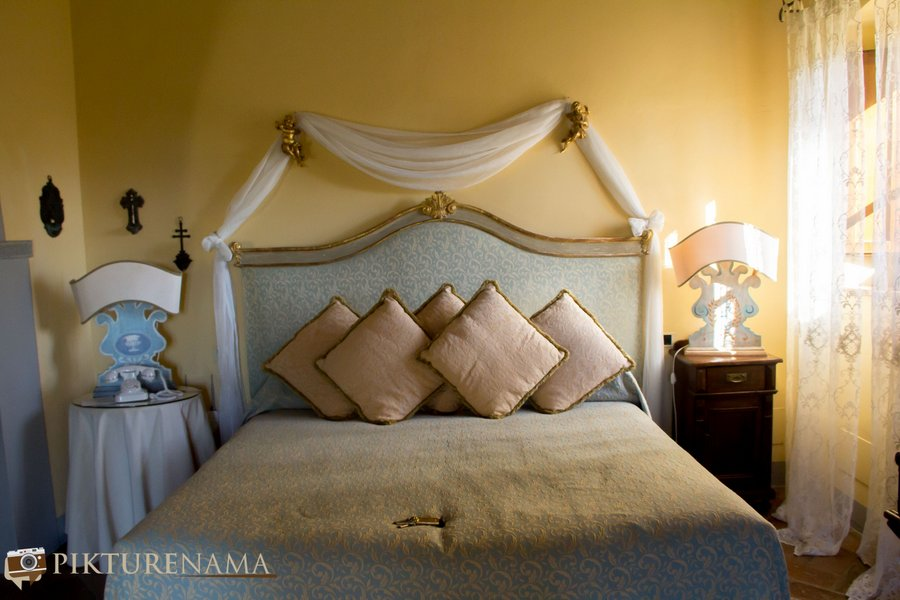 Il Falconaire Tuscany Italy bed