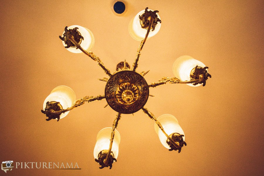 RaajKutir KOlkata the chandelier