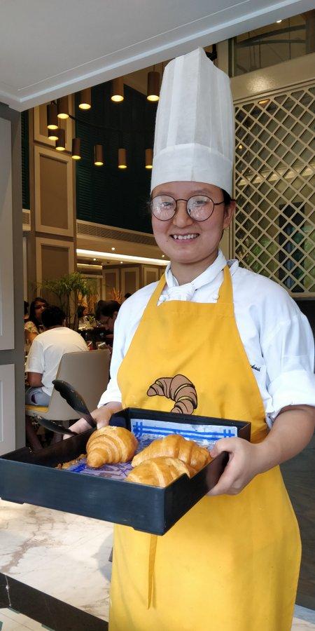 Croissant Girl at Cal 27
