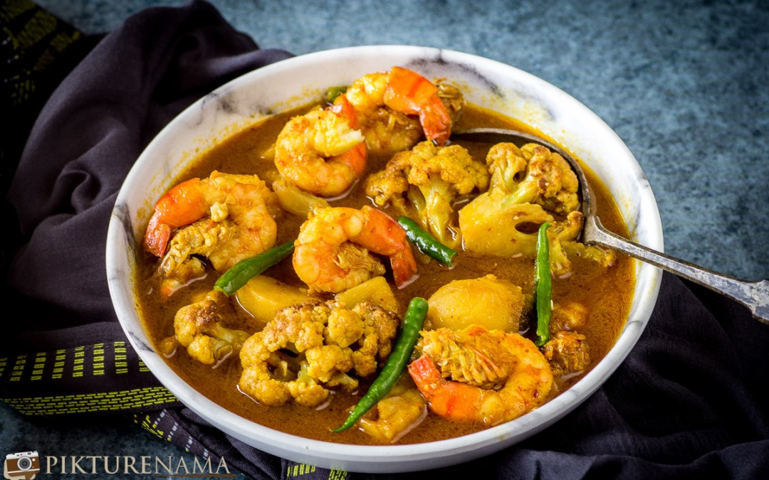 Fulkopi Diye Chingri Mach | Cauliflower and Prawn Curry