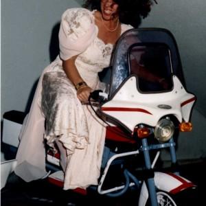 ¡La novia como una moto!