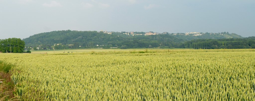 Leaving Laon from afar