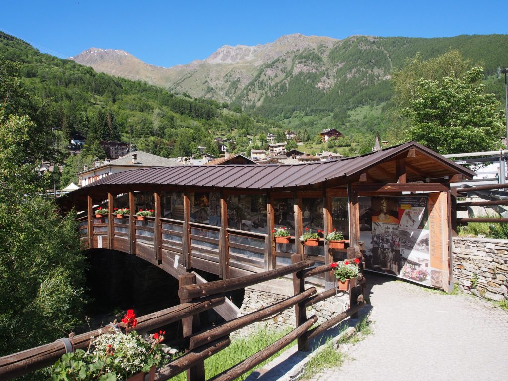 Covered bridge in Etroubles
