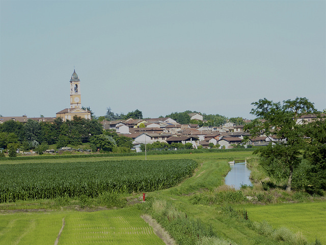 At the end of a long long day, the small town of Orio Litta appears. Four days of Rice fields about to end! Hoorah!