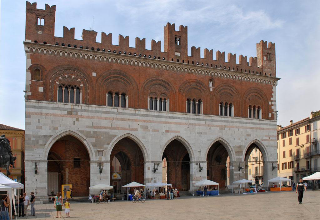Il Gotico, main square, Piacenza