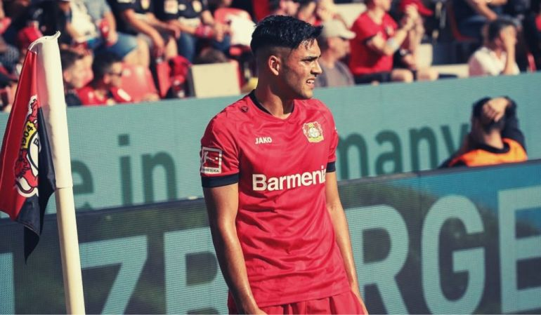 Nadiem Amiri steht an der Eckfahne beim Spiel Bayer 04 vs. TSG Hoffenheim – Pillenliebe Bayer 04 Blog berichtet.