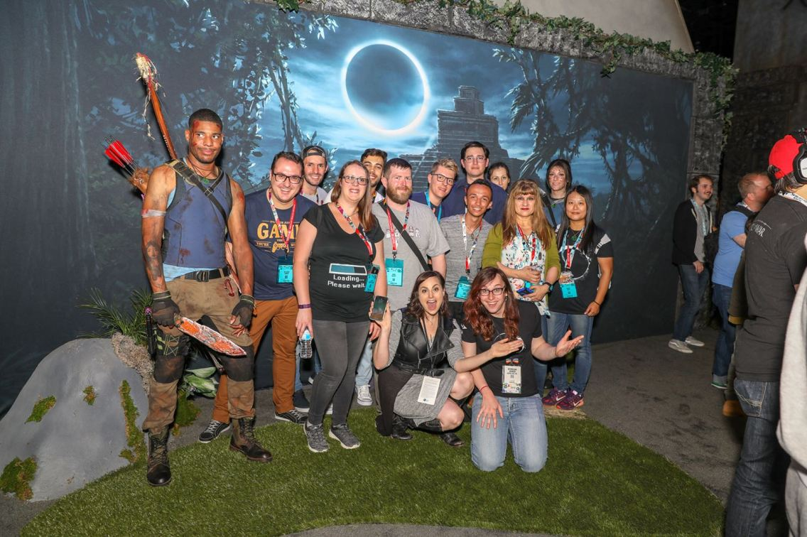 "Photo de groupe en direct du stand de ""Shadow of the Tomb Raider""..."