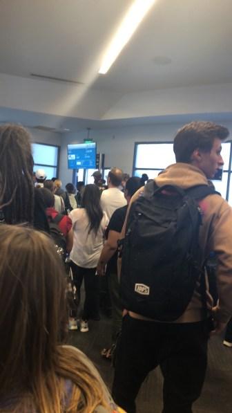 La file d'attente pour entrer dans l'avion...