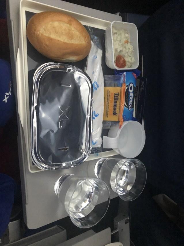 Le repas, servi pendant le vol.