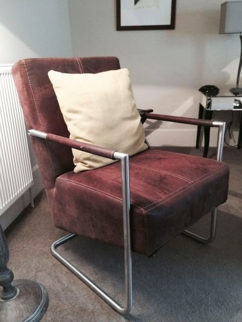 Room 2 Casual Chair