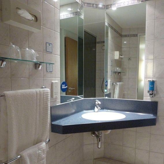 Small (Bath)room