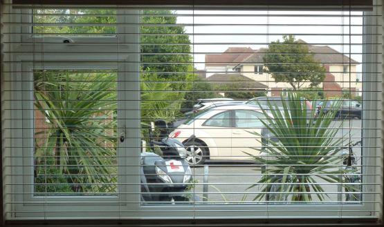 Noisy Neighbours