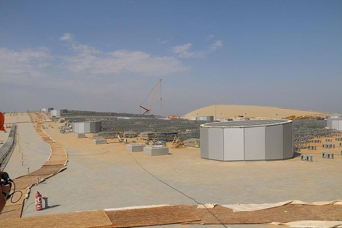 Прожекторы на крыше нового терминала