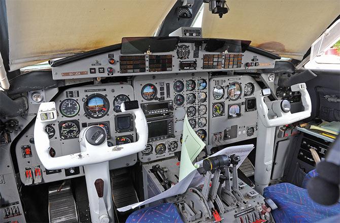 Самолет L 410 кабина пилота