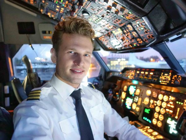 pilot pros and cons of a dream job