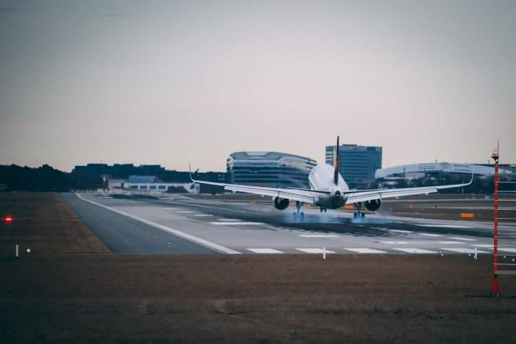Lufthansa Airbus A320 Touchdown